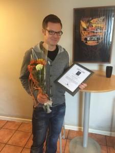 Micke Kakkola tar emot A Nilssons stipendium